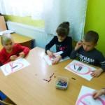 """Dzieci z grupy VII w trakcie realizacji zajęć w ramach programu """"Czyste powietrze wokół nas"""""""