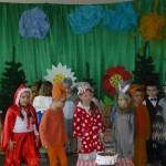 """Przedstawienie pt.""""Czerwony Kapturek"""" w wykonaniu dzieci z gr.V."""